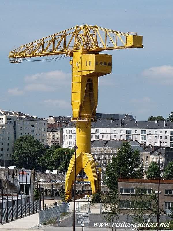 Grue Titan jaune Nantes