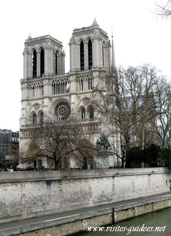 Parvis de Notre Dame