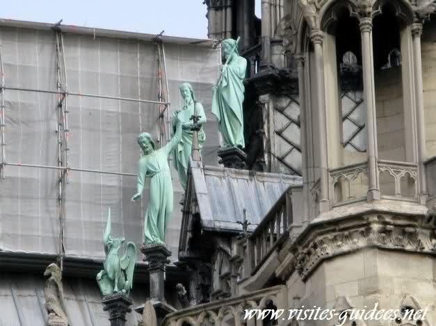 apôtres sur les toits de notre dame