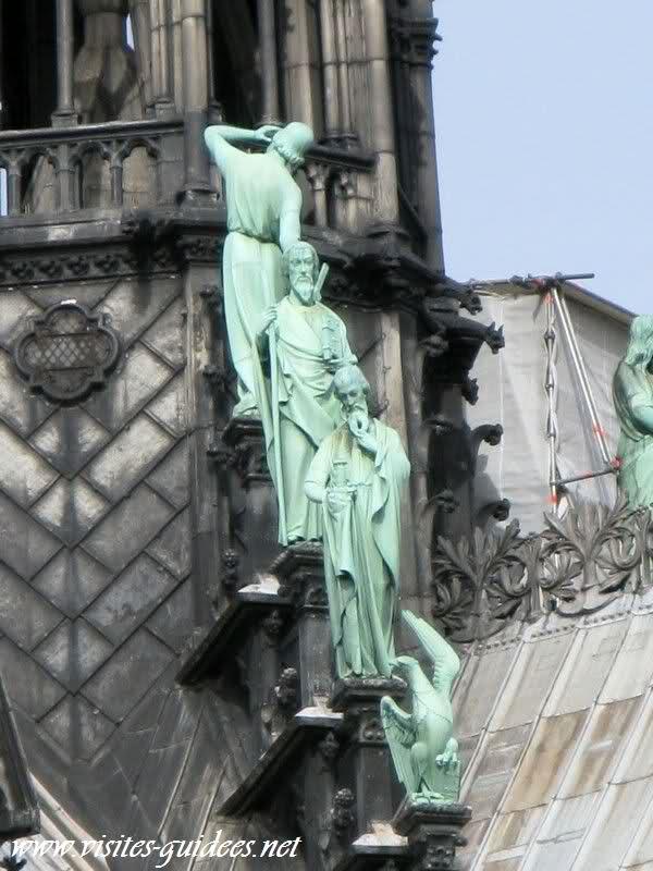 les apôtres sur les toits de notre dame