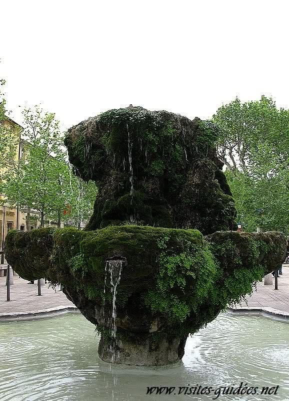 Fontaine des Neufs canons Aix en Provence