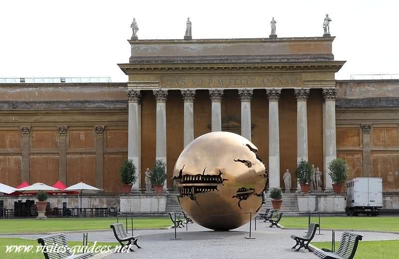 Sphère dans la sphère Arnaldo Pomodoro