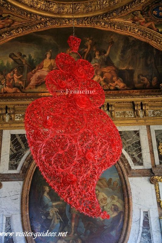 Joana Vasconcelos coeur indépendant rouge