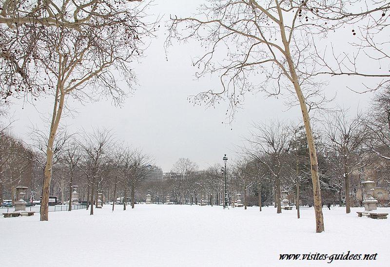 Le Champs de Mars sous la neige