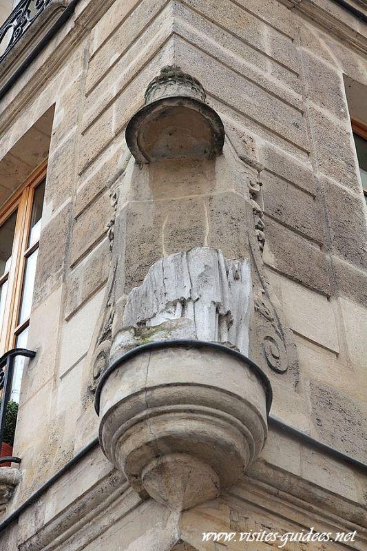 Statue de la femme sant tête