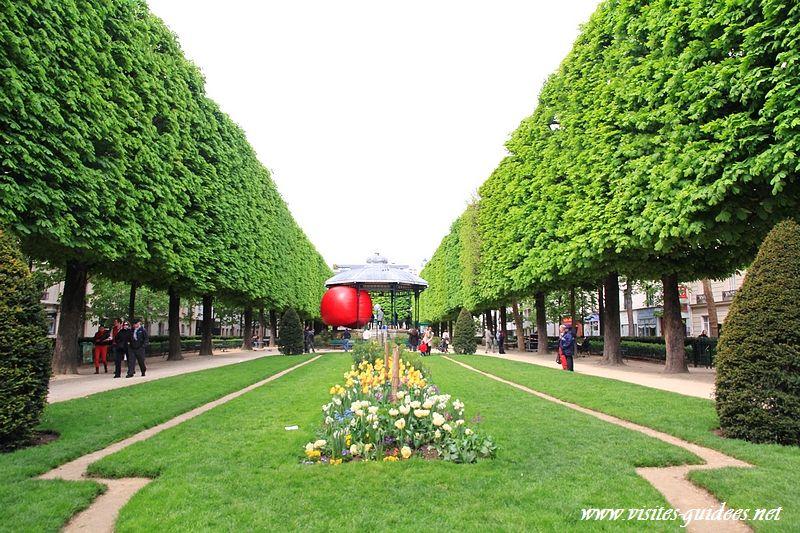 RedBall Projet Paris Place du Commerce