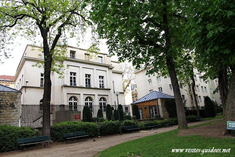 Château Violet Paris